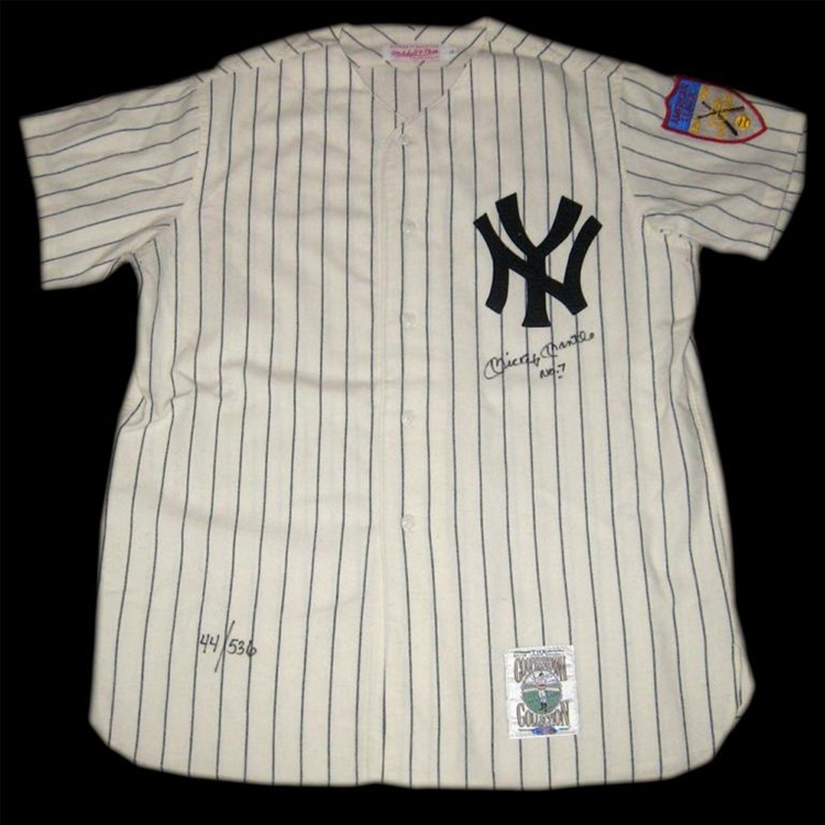 Upper Deck Authenticated Mickey Mantle No. 7 Autographed New York Yankees  Mitchell   Ness Pinstriped Flannel Replica Jersey ... d90cbe94faf